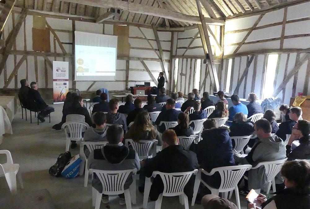 50 Teilnehmer besuchten den Bauernhof von M. Patenotre, um über die Klimaanpassung zu diskutieren